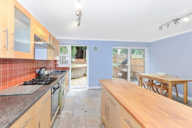 Thumbnail Town house for sale in Sovereign Close, London
