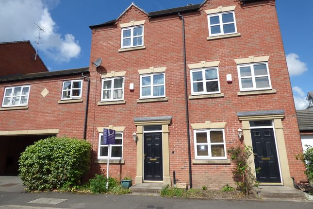 3 bed town house to rent in Coral Close, Derby DE24