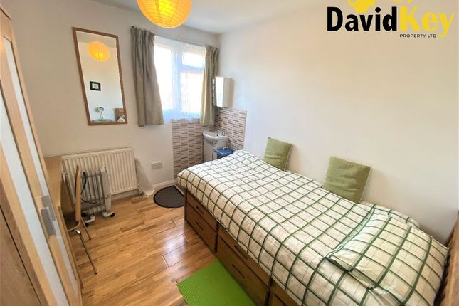Thumbnail Room to rent in Selborne Road, London