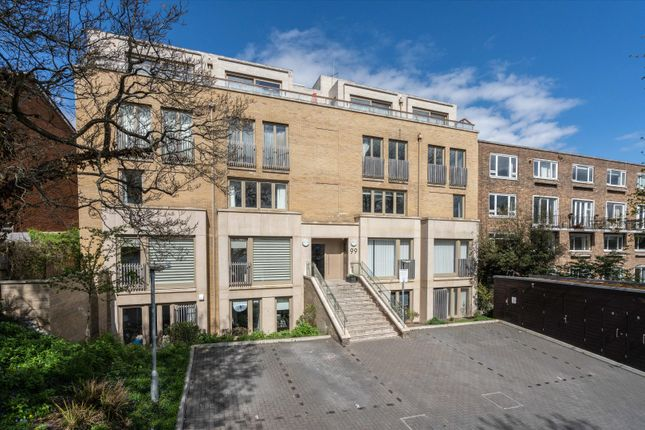 3 bed flat for sale in Thurlow Park Road, London SE21