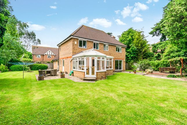 Thumbnail Detached house for sale in Bonehurst Road, Horley, Surrey