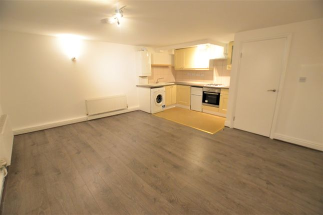 Flat to rent in Hermitage Road, London