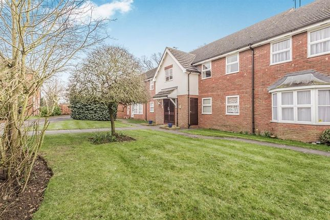 Thumbnail Flat to rent in Dunsters Mead, Welwyn Garden City