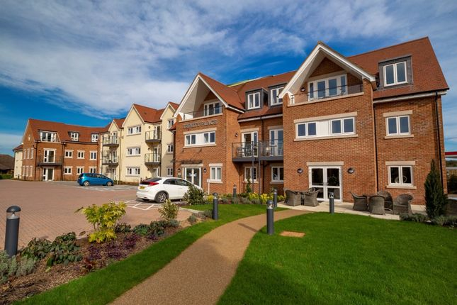 Thumbnail Flat for sale in Holmer Green Road, Hazlemere, High Wycombe, Buckinghamshire
