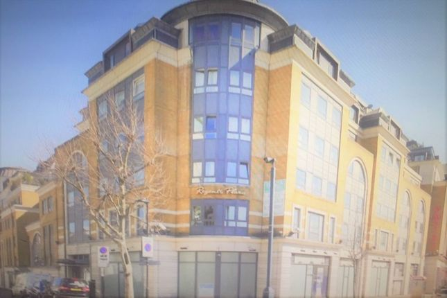 3 bed flat to rent in Greville Road, London NW6