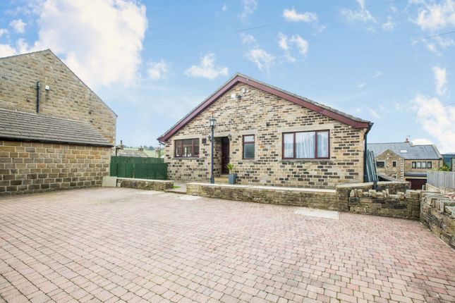 3 bed detached bungalow for sale in High Street, Stainland, Halifax HX4