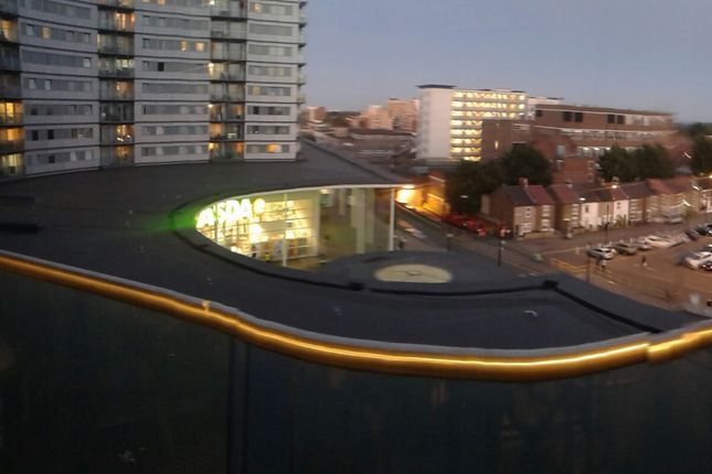 Thumbnail Flat to rent in Prince Regent Road, Hounlsow