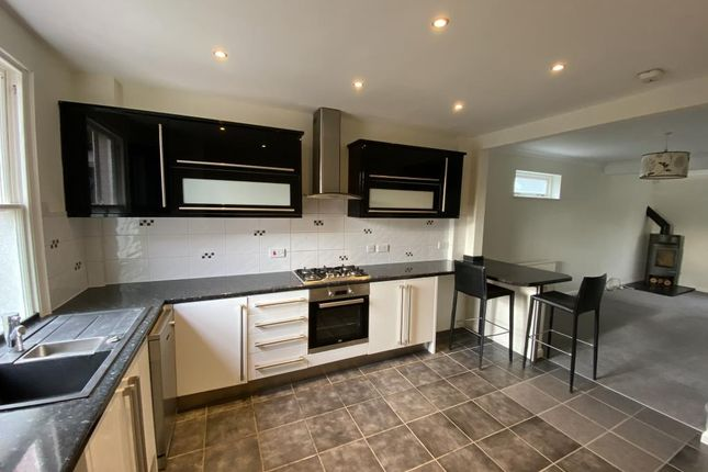3 Bed Semi Detached House For In
