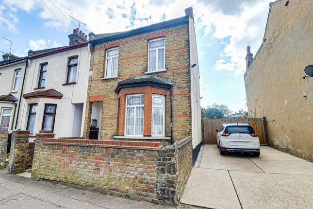 4 bed end terrace house for sale in Teddington Villas, Shakespeare Drive, Westcliff-On-Sea SS0