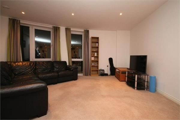 2 bed flat to rent in Saxon House, 170 London Road, Wallington SM6