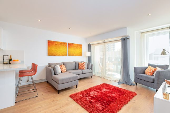 1 bedroom flat for sale in Garfield Road, Addlestone