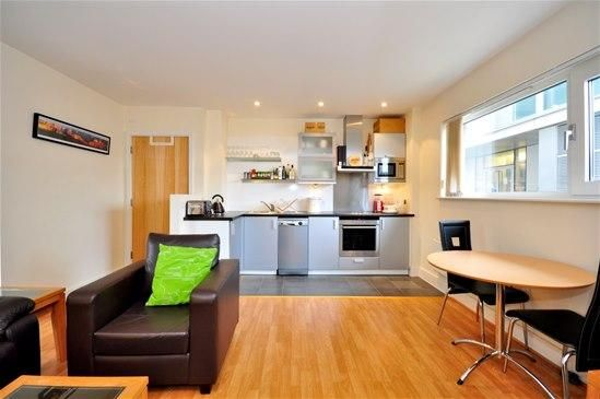 1 bed flat to rent in Axis Court Tempus Wharf, Shad Thames, London SE16