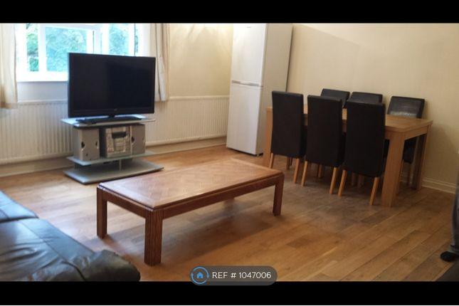 4 bed flat to rent in Queen Street, Bedford MK40