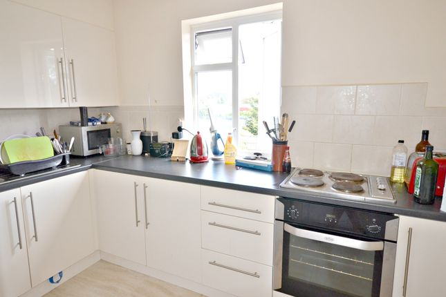 Thumbnail Flat to rent in Bath Road, Cippenham, Slough