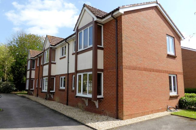 Block of flats for sale in Pound Hill, Crawley