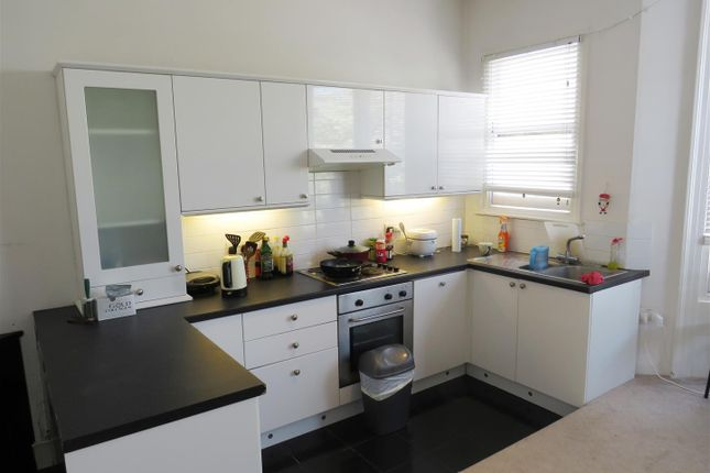 1 bed flat to rent in Clarence Square, Brighton
