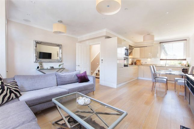 Thumbnail Flat for sale in Dinsmore Road, First Floor Flat, Balham, London