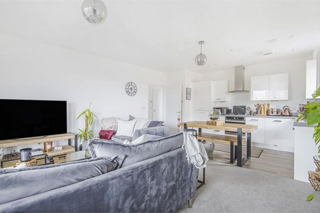 Thumbnail Flat for sale in Hobson Avenue, Trumpington, Cambridge