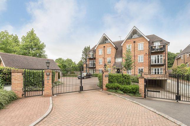Thumbnail Flat to rent in Packhorse Road, Gerrards Cross