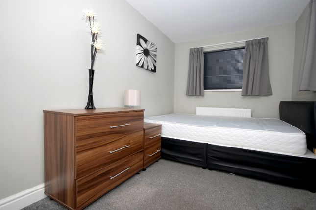 Room to rent in Carr House Road, Doncaster DN4