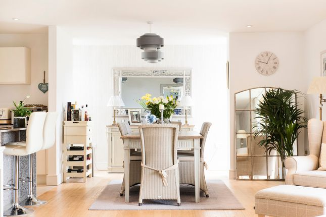 2 bed flat for sale in Granville Road, Bath