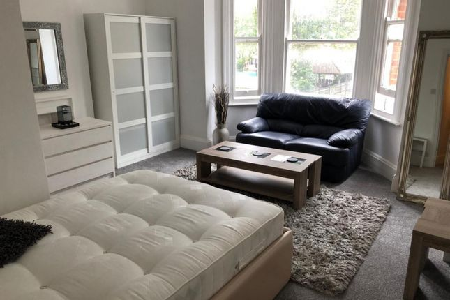 Room to rent in Elmfield Road, London