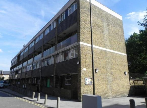 Thumbnail Flat to rent in Treves House, Vallance Road, Whitechapel