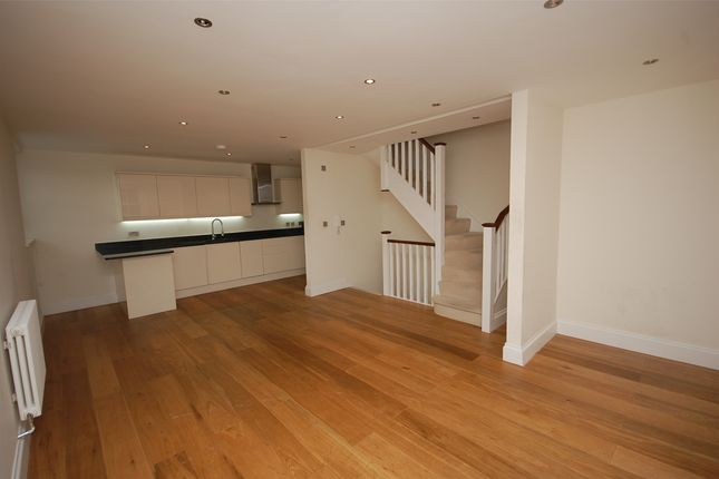 Thumbnail Flat to rent in Grove Lodge, Regents Park Road, Finchley, London