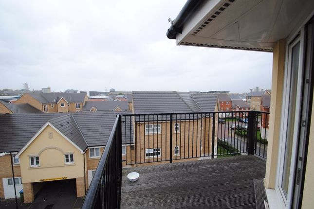 Thumbnail Flat to rent in Long Acre House, Pettacre Close, London