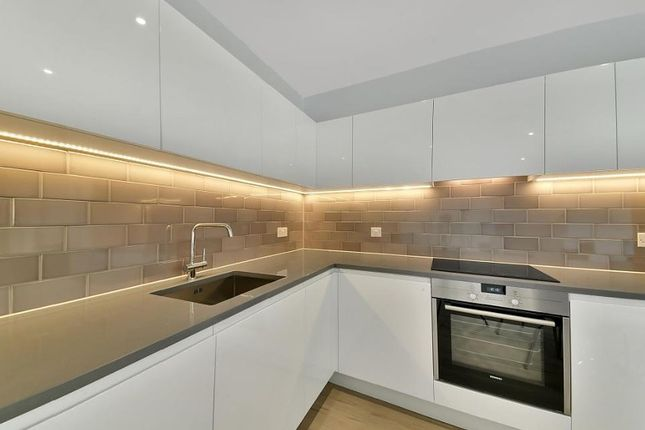 Thumbnail Flat to rent in Commodore House, N Woolwich Road