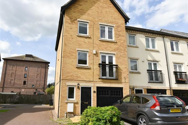 4 bed town house to rent in William Court, Blue Bridge Lane, York