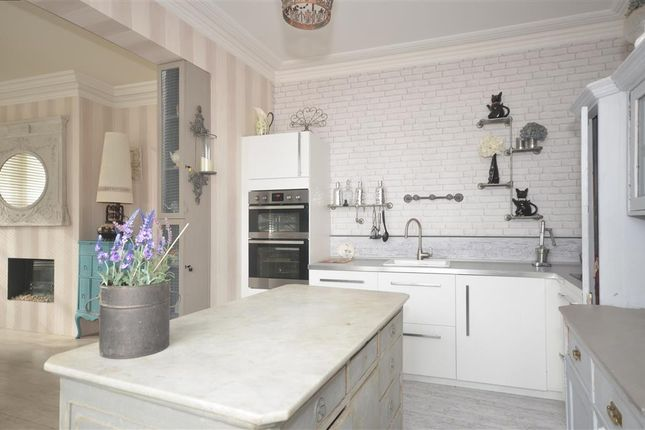 Thumbnail Terraced house for sale in Beach Street, Deal, Kent