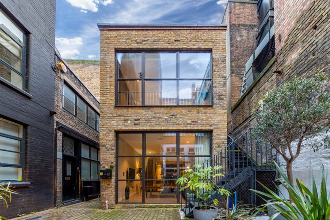 Thumbnail Flat to rent in Royalty Mews, London