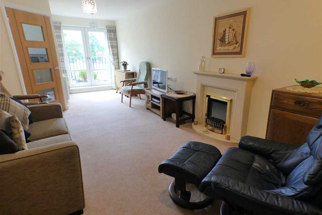 Thumbnail Flat for sale in Hilltree Court, Giffnock, Glasgow