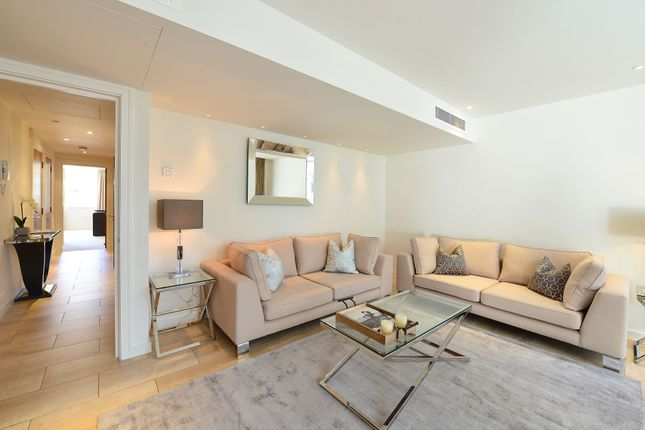 Flat to rent in Young Street, London