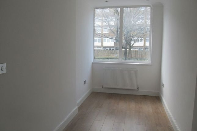 Flat to rent in Cannon Street Road, London