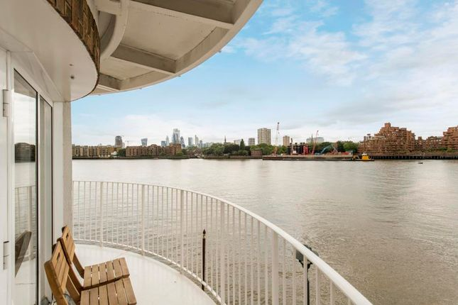 Thumbnail Flat to rent in Abbotshade Road, London