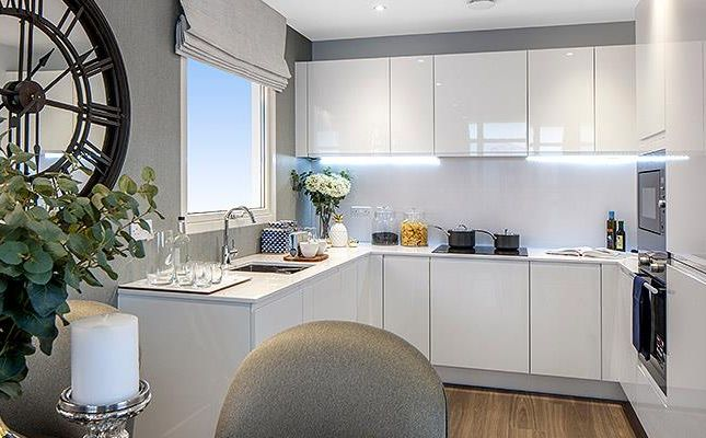 Thumbnail Flat for sale in London Square, Isleworth, London