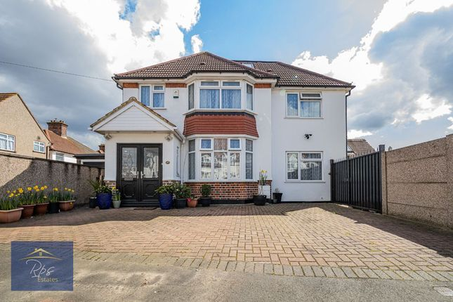 Thumbnail Detached house for sale in The Warren, Heston