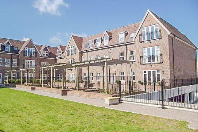 Thumbnail Flat for sale in Baker Street, Weybridge