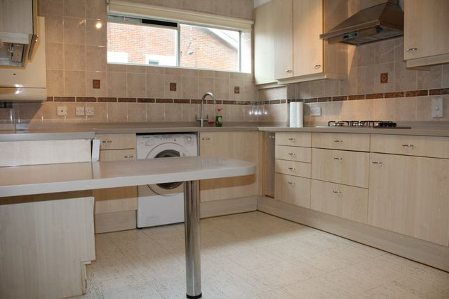 Thumbnail Flat to rent in Berkeley Court, Hale Lane, Edgware, Middlesex
