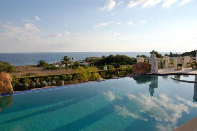 Villa for sale in Praia Da Luz, Algarve, Portugal