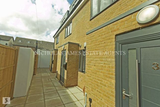 Thumbnail Mews house to rent in Hazel Mews, South Grove, London