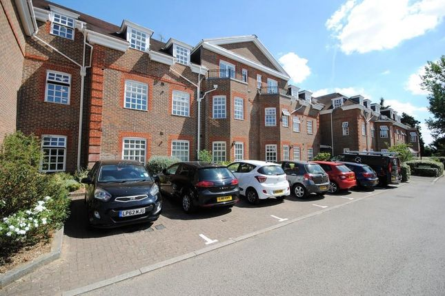2 bed flat for sale in Benningfield Gardens, Berkhamsted HP4