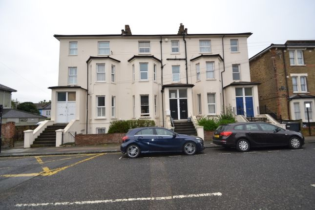 Thumbnail Flat to rent in Courthill Road, London