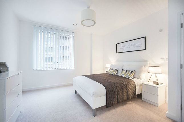 Thumbnail Flat to rent in Samuel Building, 48 Shackleton Way, London