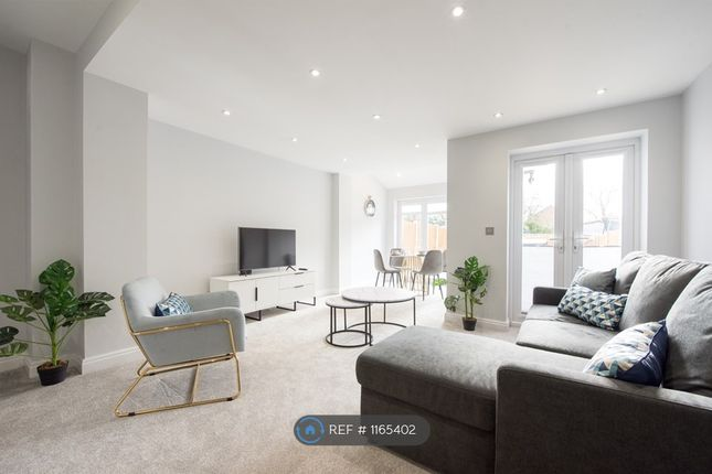 Thumbnail Flat to rent in Serviced, Romford