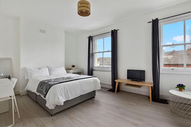 Thumbnail Shared accommodation to rent in Stanley Grove, London