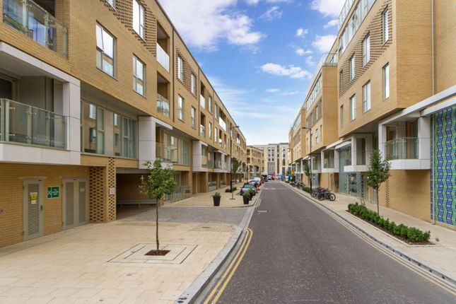 Thumbnail Flat to rent in Great Northern Road, Cambridge