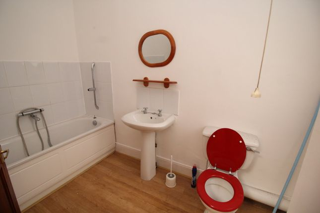 Family Bathroom of Britannic House, 40 New Road, Chatham, Kent ME4